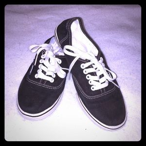Unisex Vans Black Canvas Shoes.